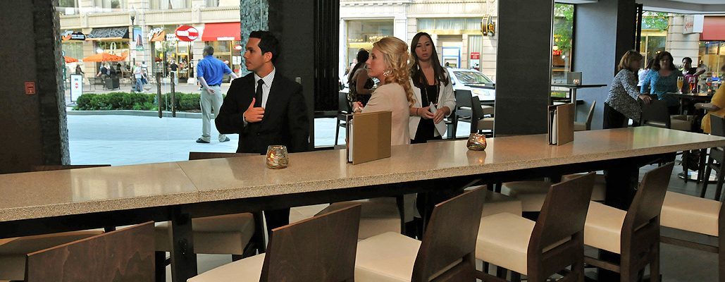 9-Sway-lounge-and-bar-divider